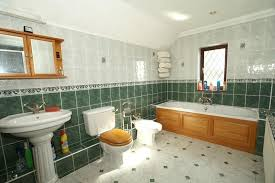Beautiful spacious bathroom, with lots of towels and bubbles